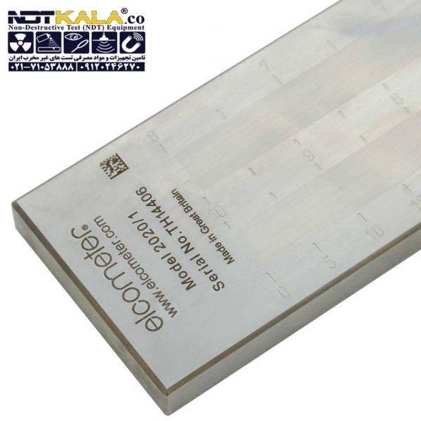 """گرندومتر دو کاناله الکومتر Elcometer 2020 دستگاه گریندومتر دو کاناله یا دوشیاره الکومتر انگلستان مدل Elcometer 2020 دستگاهی است از فولاد ضدزنگ با دوشیار یا دوکانال با شیب درجه بندی شده (بستگی به مدل دستگاه دارد) که وظیفه محاسبه اندازه ذراتی مثل رنگ ،رنگدانه ها،جوهرها، پوشش ها شکلات و ... را دارد. دقت دستگاه گریندومتر دوکاناله الکومتر Elcometer 2020 برابر 3µm یا (0.12 میلیمتر) است. عرض شیار در تمام مدل ها 12 میلیمتر(0.47 اینچ) با طول شیار 127 میلیمتر (5 اینچ) است. گریندومتر چیست و نحوه کار گریندومتر دو کاناله 2020 الکومتر: مواد در عمیق ترین قسمت شیار گریندومتر قرار می گیرد با استفاده از تبغه مواد را روی شیار می کشند ، در آن قسمتی که مواد متوقف می شوند عدد نشان دهنده میزان دانه بندی می باشد. واحد اندازه گیری گریندومتر آزمایشگاهی الکومتر Elcometer 2020 بر اساس NS و PCU می باشد. استاندارد های گریندومتر دوشیاره الکومتر ELCOMETER 2020: ASTM D 1210, AS/NZS 1580.204.1,DIN 53203, EN 21524,FTMS 141 4411.1, ISO 1524,JIS K 5600-2-5,NF T30-046 پارت نامبر مدل رنج Hegman هگمان (NS) Northنورس (PCU) Graduation گرادیان سرتیفیکیت Metric Imperial  µm mils   µm mils  K0002020M003 - Elcometer 2020/3 0-15 - 8-7 10-9 1.5 - ο K0002020M004 K0US2020M004 Elcometer 2020/4 0-25 0-1 8-6 10-8 2.5 0.1 ο K0002020M001 K0US2020M001 Elcometer 2020/1 0-50 0-2 8-4 10-5 5 0.2 ο K0002020M002 K0US2020M002 Elcometer 2020/2 0-100 0-4 8-0 10-0 10 0.5 ο Dimensions 180 x 40 x 12mm (7.1 x 1.6 x 0.5"""") Weight 1.36kg (3lb) Packing List Elcometer 2020 Fineness of Grind Gauge, scraper, plastic case and operating instructions"""